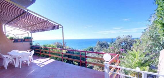 Terrasse mit spektakulärem Meerblick