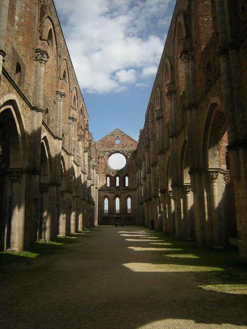 Abbazia San Galgano in der Provinz Siena, Toskana - beeindruckende Klosterruine