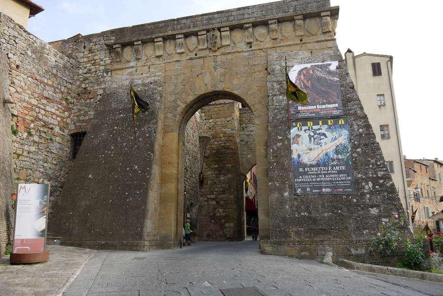 das Stadttor Porta del Prato aus dem 13. Jahrhundert