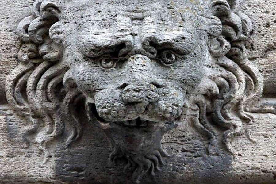 Fassade des Palazzo Bucelli