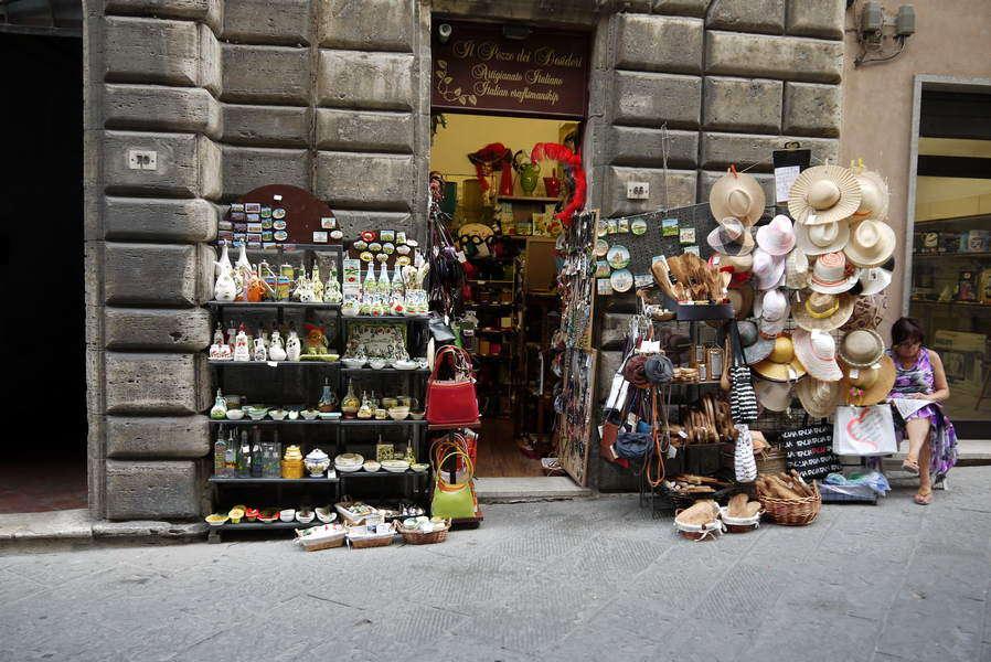 Montepulciano - Souvenirgeschäft auf der Hauptstraße