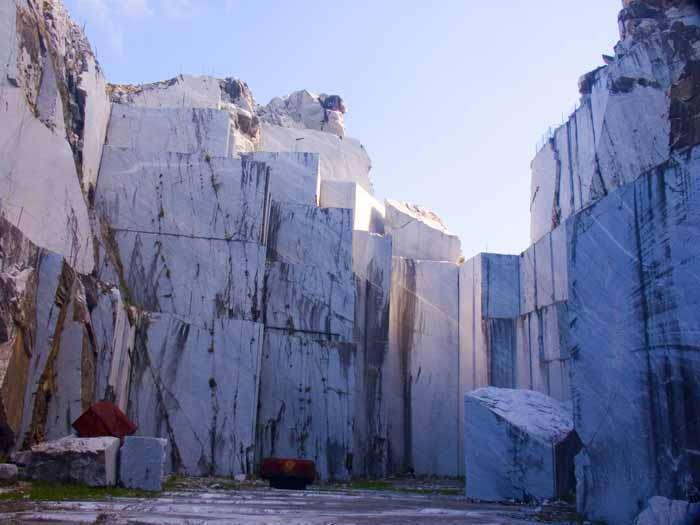 Ein typischer Marmorbrüch in Massa Carrara