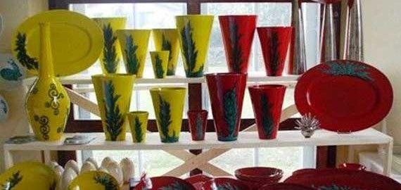 farbenfrohe Keramiken aus der Werkstatt Villa Emaldi