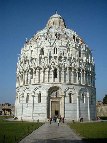 Das Baptisterium auf der Piazza dei Miracoli