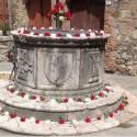 Festlich geschmückte Altstadt von San Casciano dei Bagni