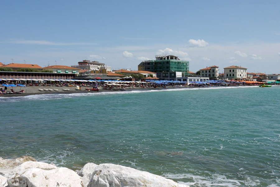 Badestrand an der Promenade von Cecina Mare