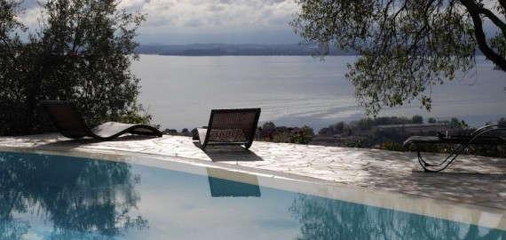 Swimmingpool mit Panoramablick auf den Lago Trasimeno DSC_1484