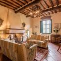 Ferienhaus Villa Roncosi - gemütliche Sitzecke am Kamin