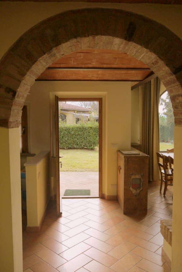 Der Eingangsbereich, Küche Links, Wohnraum Rechts