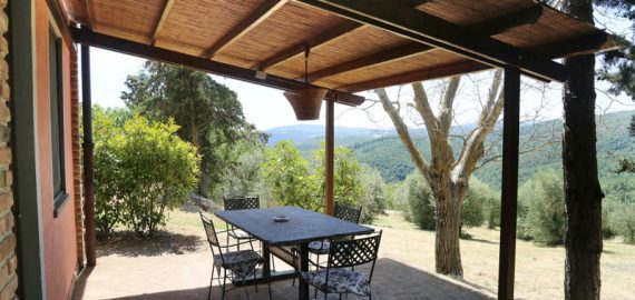 Chianti Ferienhaus Corbezzolo, überdachte Terrasse