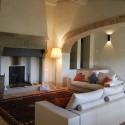 Wohnraum mit gemütlicher Sitzecke am Kamin, Erdgeschoss