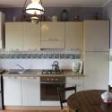 moderne Einbauküche mit Essplatz