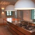 Küche mit großer Arbeitsfläche