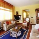 das Wohnzimmer mit gemütlicher Kaminecke