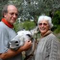 Podere Riparbella - die Eigentümer des Bio-Agriturismo mit einem der tierischen Gäste