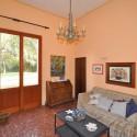 Ferienhaus Versiliana - Studio mit Schlafsofa und Zugang zum Garten