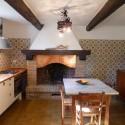 Die urige Küche mit offenem Kamin