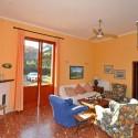 Ferienhaus Versiliana - wohnraum mit Zugang zum Garten