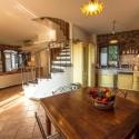 Ferienhaus Vinci - die offene Küche mit Essplatz