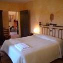 Ferienwohnung Gallo Nero - das Dreibettzimmer mit Blick in den Wohnraum