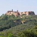 Ein Blick auf das Hügeldorf Monteleone d'Orvieto