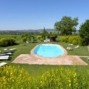 der private Pool mit Liegebereich