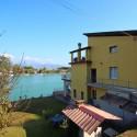 Ferienhaus am Fluss mit drei Ferienwohnungen