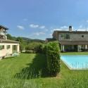 Ferienvilla Fortuna und das separate Haus der Eigentümer links im Bild