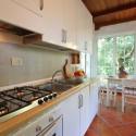 Küche mit moderner Einbauküchenzeile