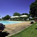 der Pool mit Liegewiese